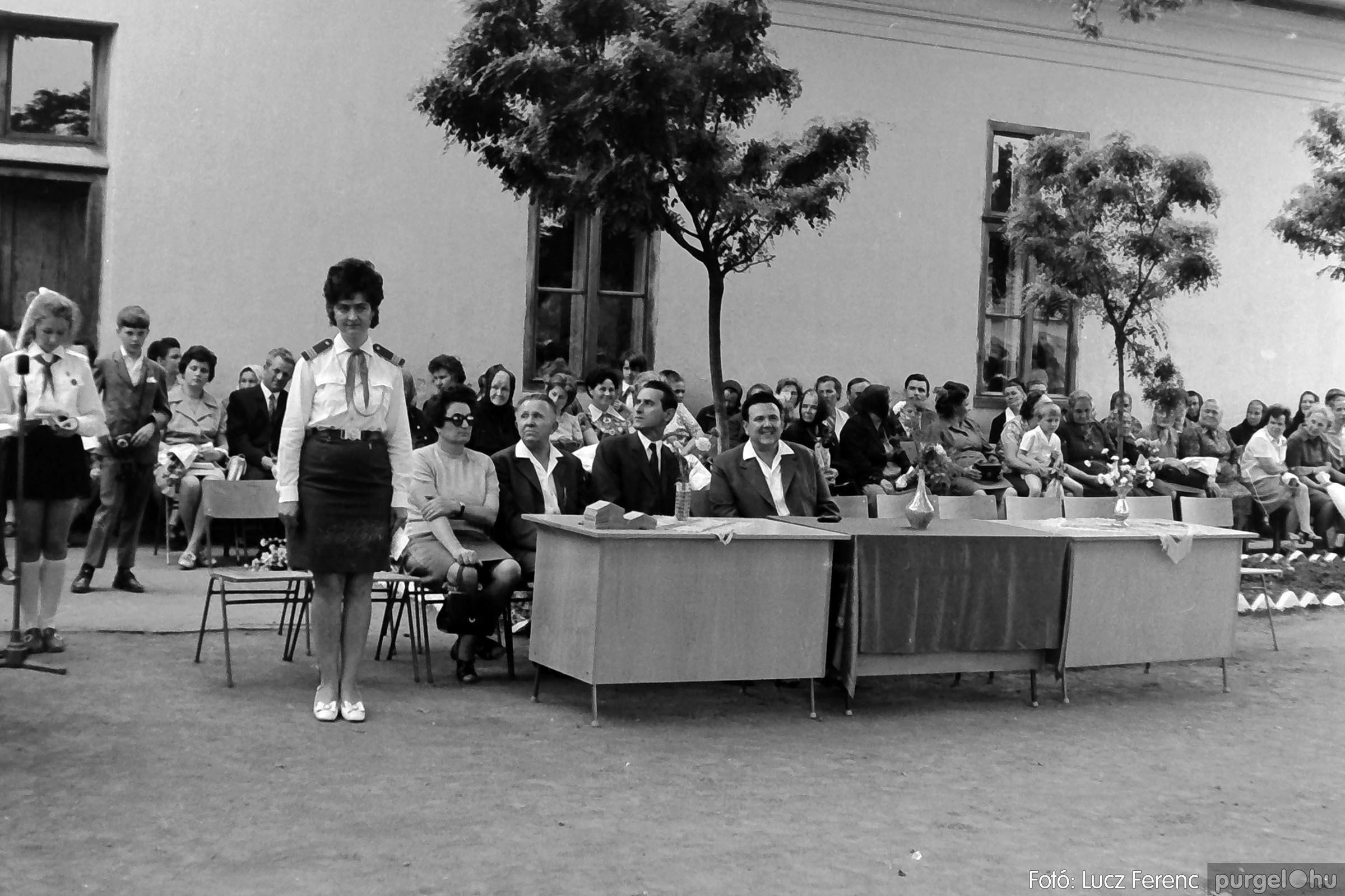 001 1972.05.27. Ballagás a szegvári iskolában 010 - Fotó: Lucz Ferenc - IMG01067q.jpg