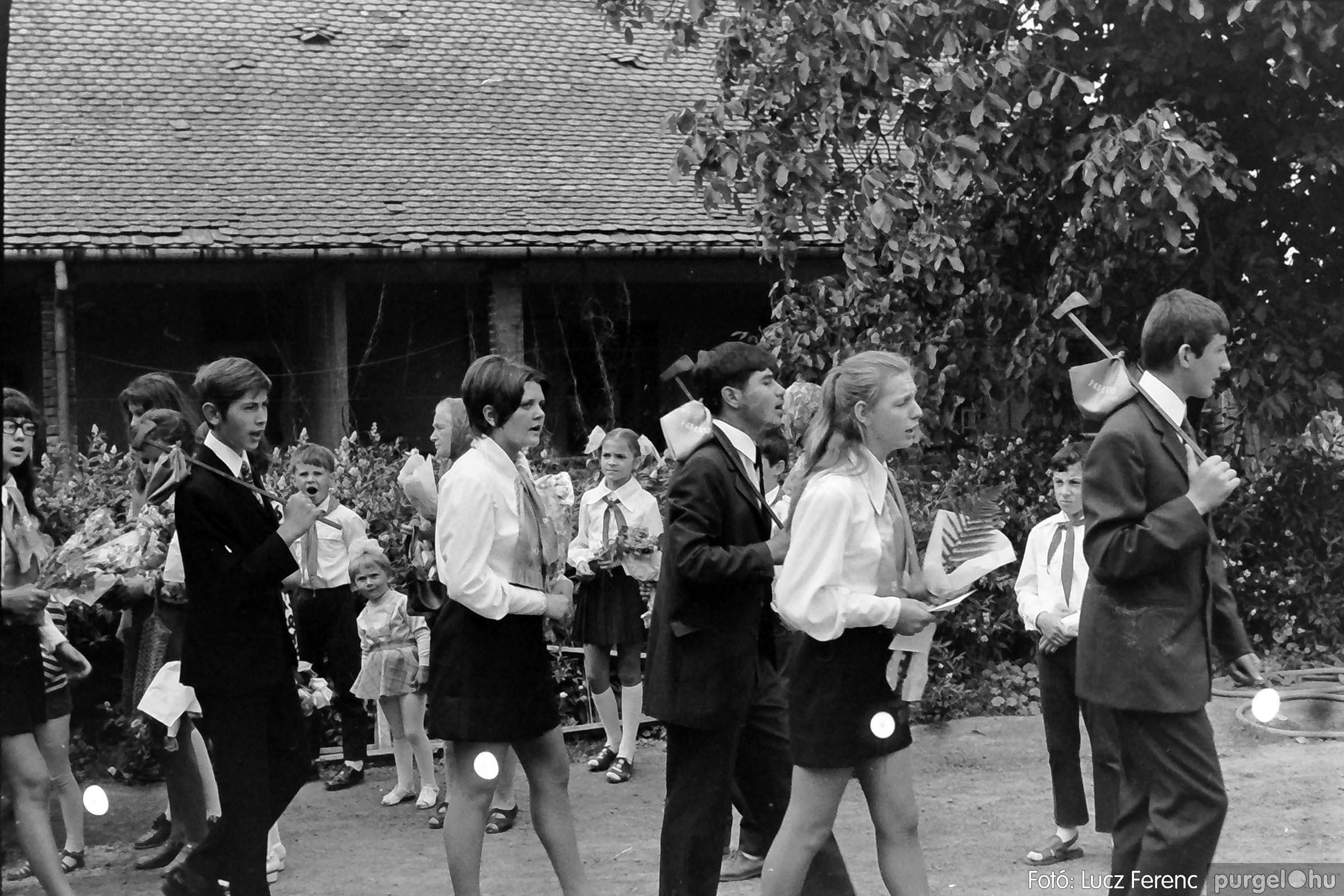 001 1972.05.27. Ballagás a szegvári iskolában 005 - Fotó: Lucz Ferenc - IMG01062q.jpg
