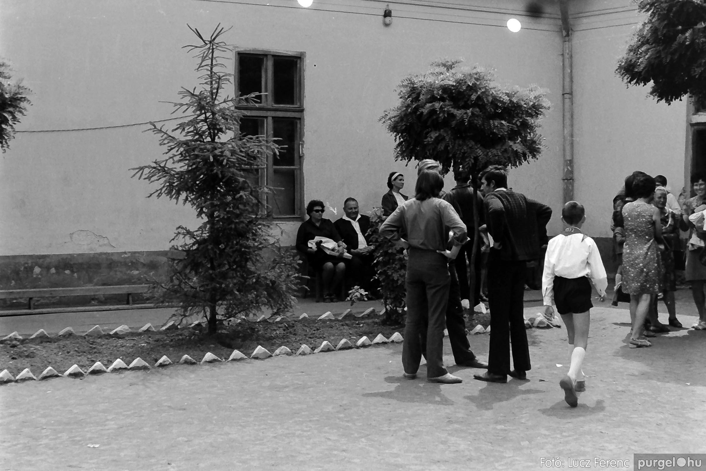 001 1972.05.27. Ballagás a szegvári iskolában 034 - Fotó: Lucz Ferenc - IMG01056q.jpg