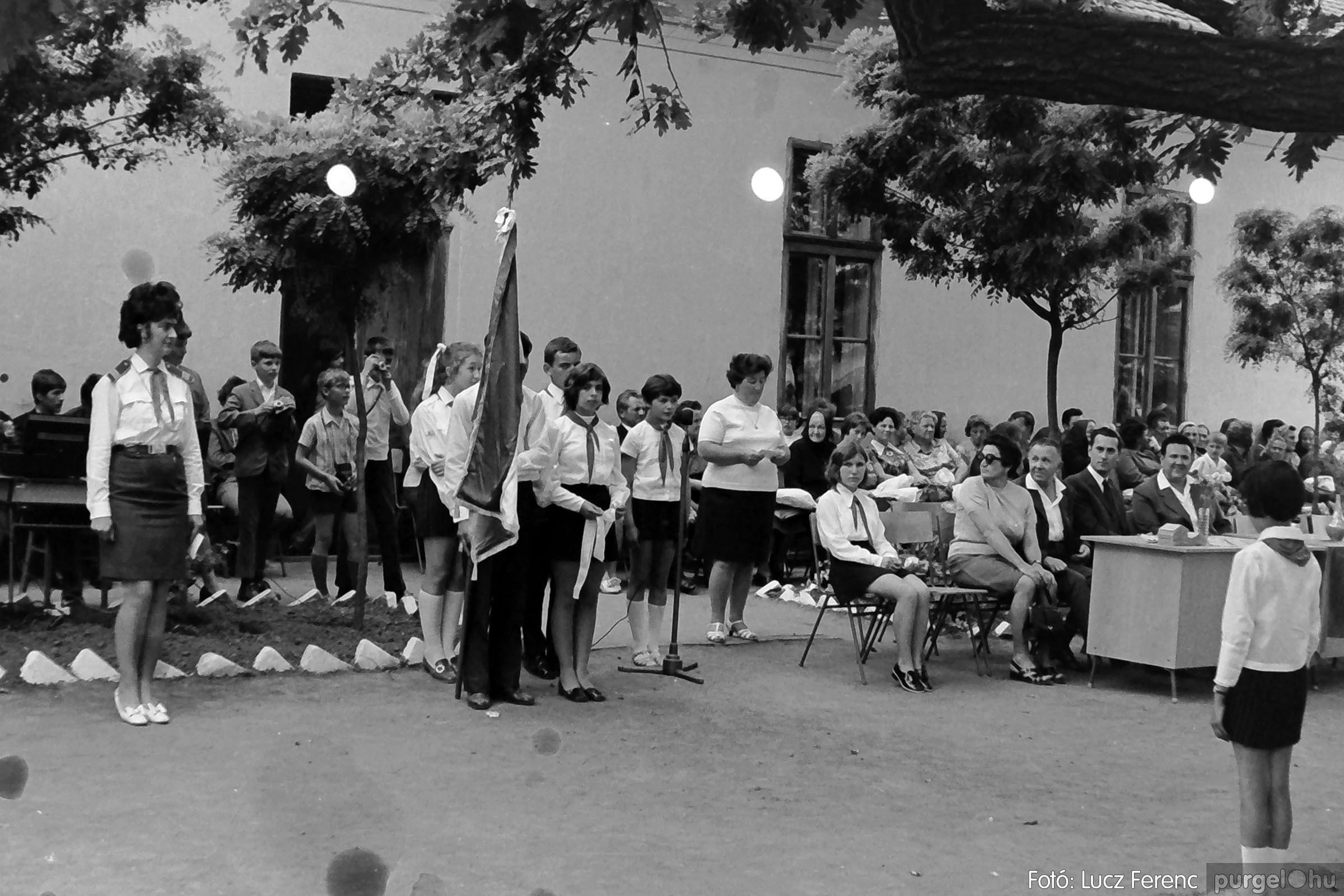 001 1972.05.27. Ballagás a szegvári iskolában 012 - Fotó: Lucz Ferenc - IMG01069q.jpg