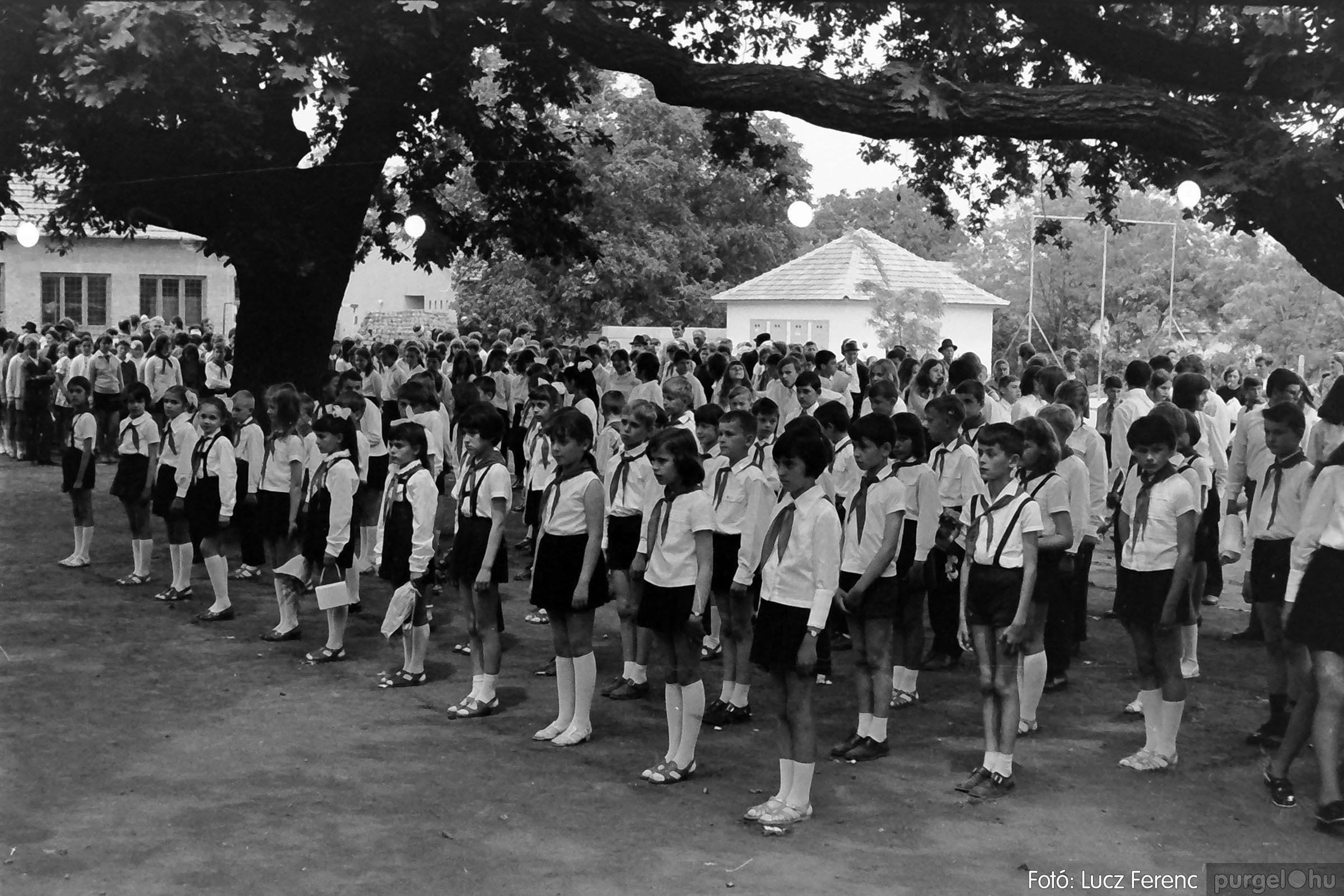 001 1972.05.27. Ballagás a szegvári iskolában 013 - Fotó: Lucz Ferenc - IMG01070q.jpg