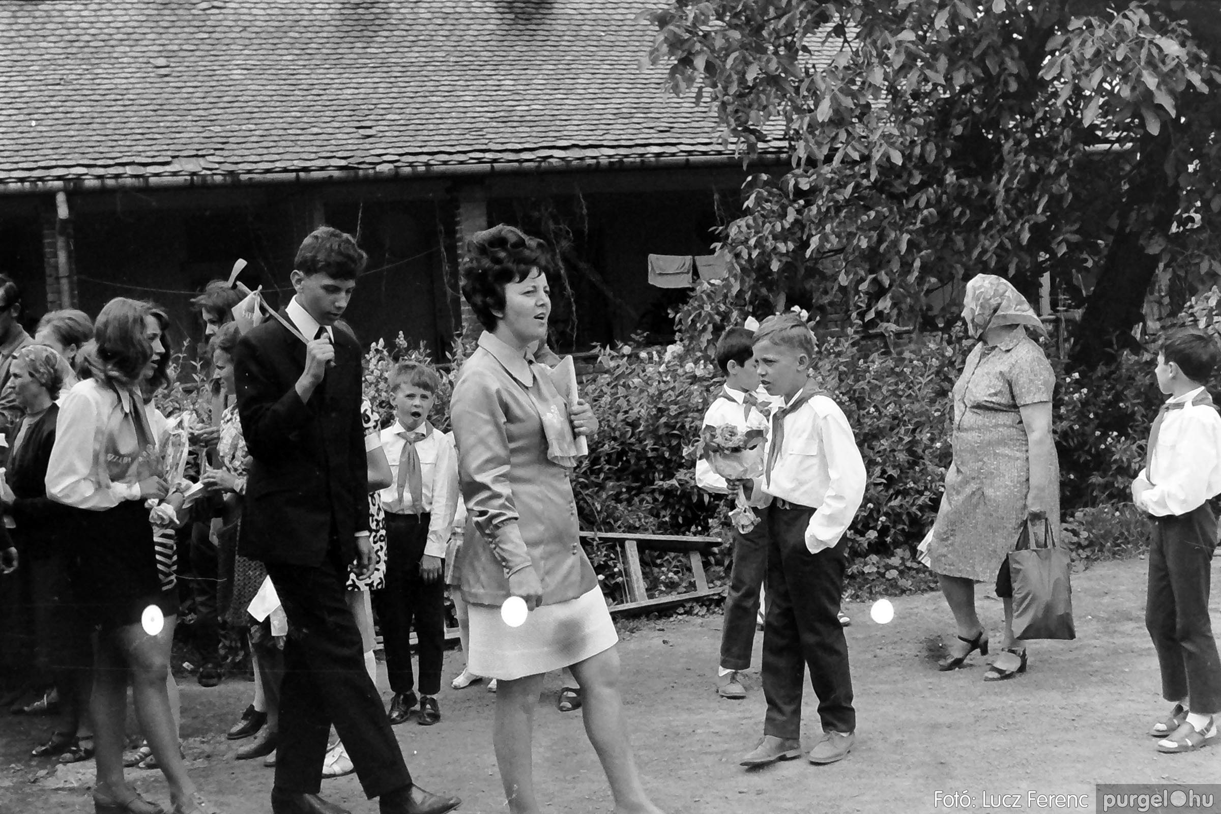 001 1972.05.27. Ballagás a szegvári iskolában 006 - Fotó: Lucz Ferenc - IMG01063q.jpg