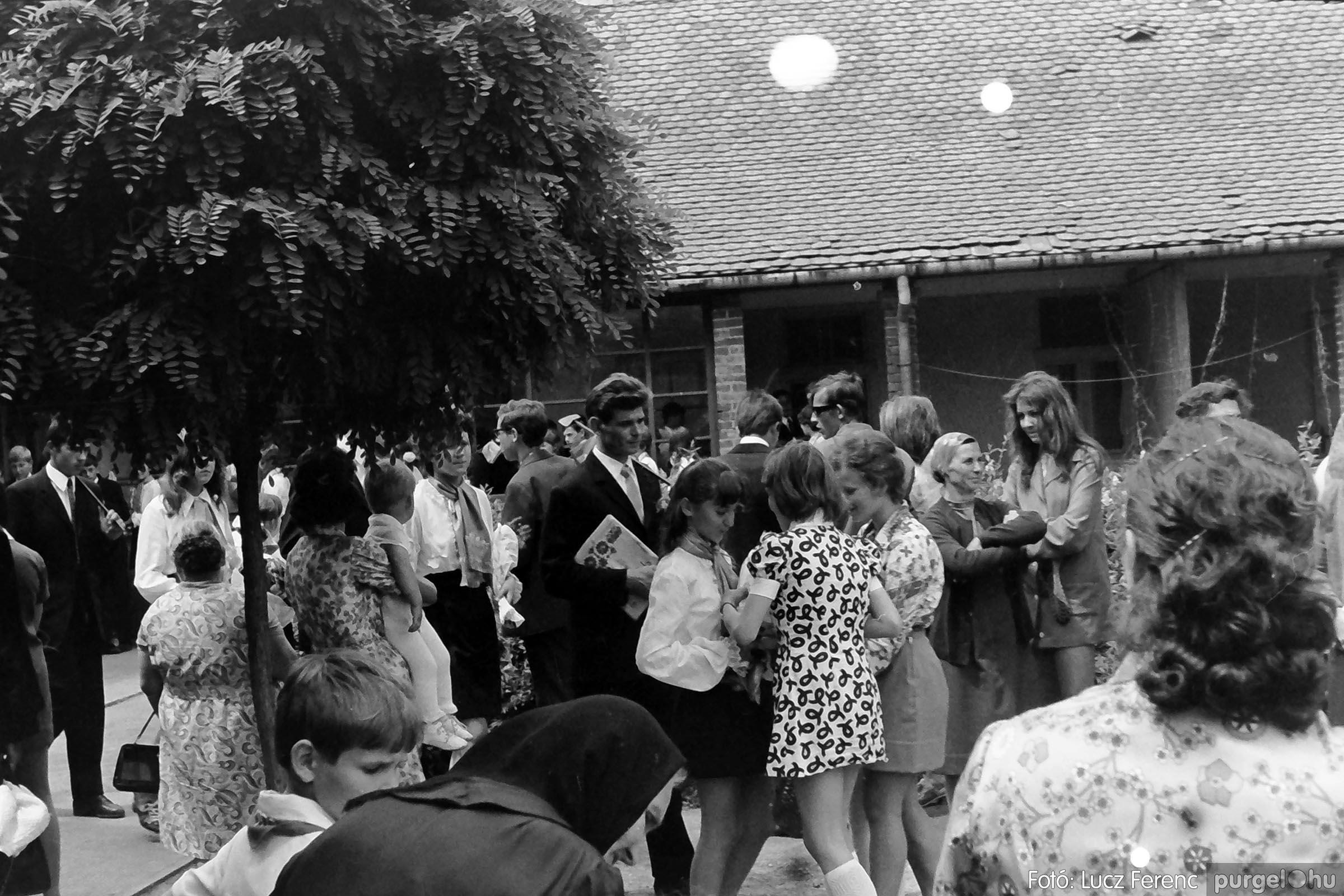 001 1972.05.27. Ballagás a szegvári iskolában 004 - Fotó: Lucz Ferenc - IMG01061q.jpg