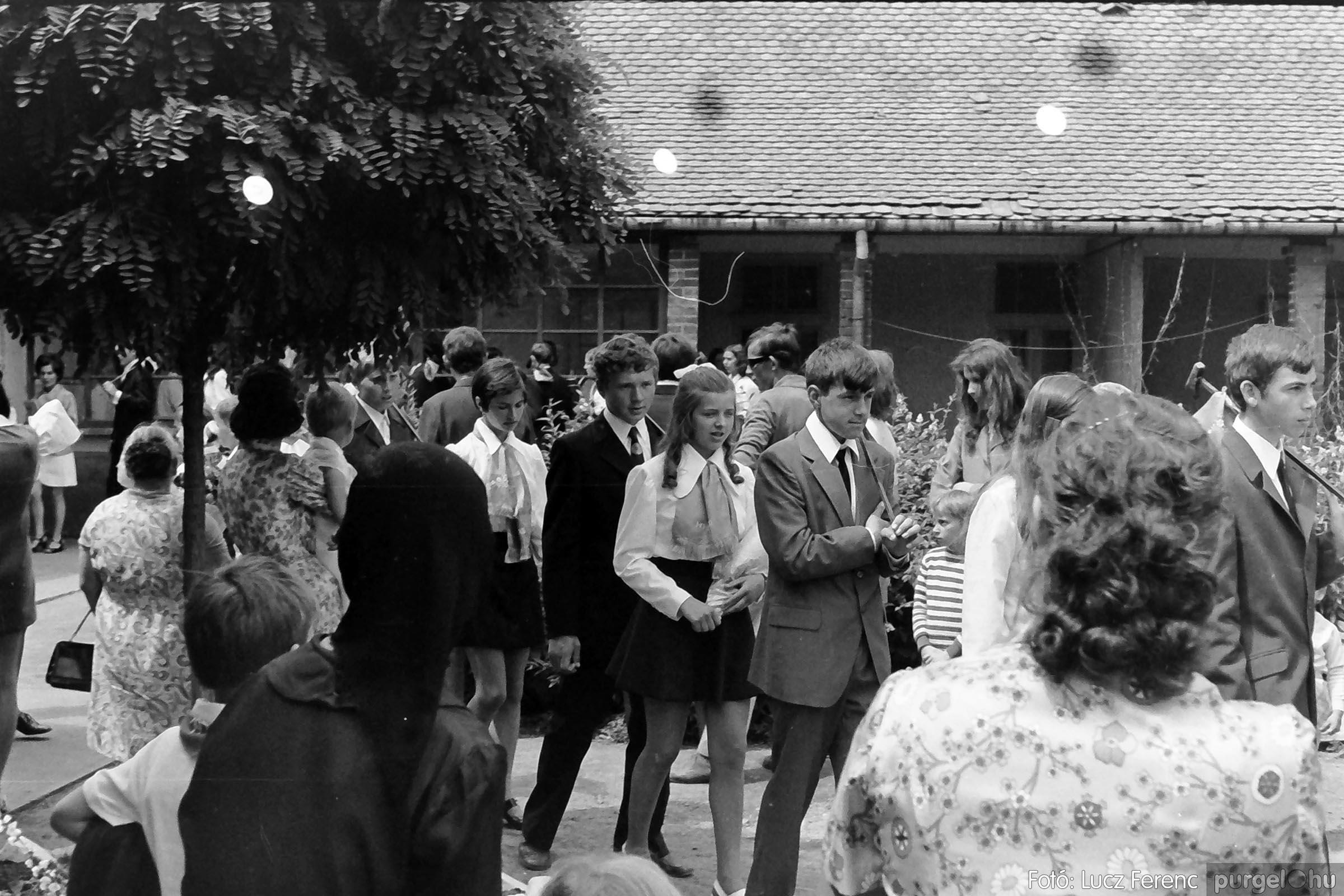 001 1972.05.27. Ballagás a szegvári iskolában 002 - Fotó: Lucz Ferenc - IMG01059q.jpg
