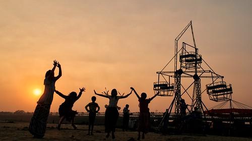 sunset silhouette children thecarousel joy villagelife riverbed damodar bengal india