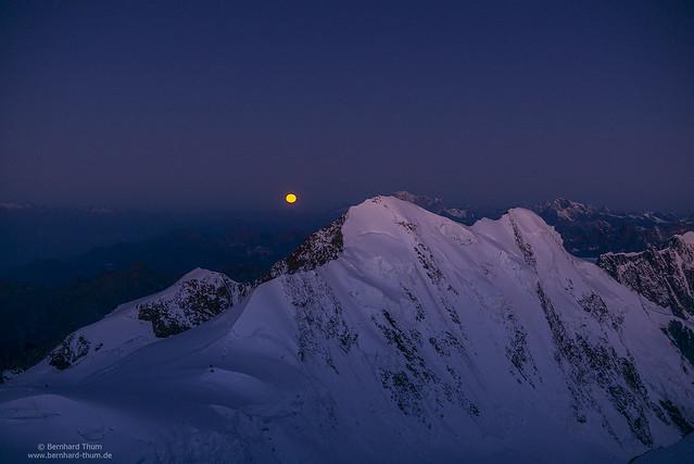 Dawn at Liskamm with moonset