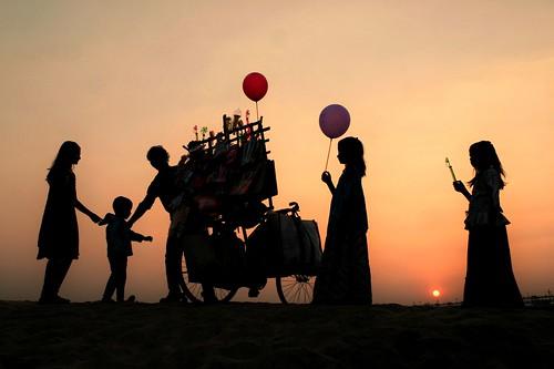 sunset silhouette children balloon joy villagelife riverbed damodar bengal india