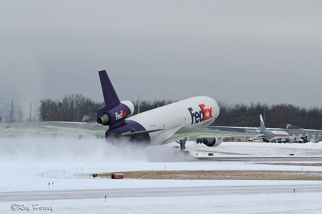 N562FE departing Rochester