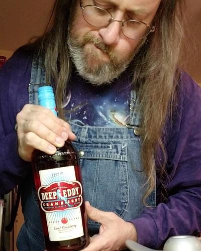 Hmmm. Cranberry wodka. What to do with wodka! #yum #vodka #candyisdandybutliquorisquicker