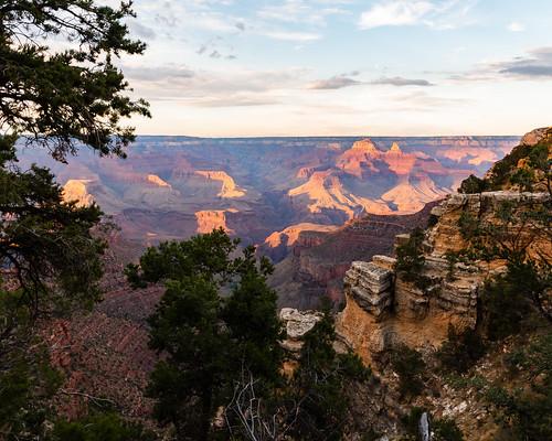 grandcanyon canyon geologicalformation evening sunset glow light shadow overlook rim trail trailhead brightangeltrail southrim arizona az unitedstates usa nikon d500 nikond500