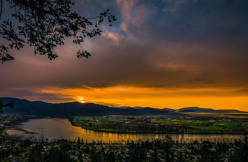 rohanzanzibar rohan zanzibar fraservalley vancouver washington sunrise sun dawn river valley mission abbey monastery bright colour color colorful peaceful meditate nature outdoors smile refreshing laughter viewpoint view mountains sky