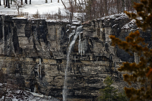 falls waterfall minelotfalls helderbergescarpment geology limestone cliff winter cold snow landscape winterlandscape water thacherpark statepark newscotland helderbergs nature earthy capitaldistrict albanycounty newyork outdoor pentax pentaxart kp kmount hdpentaxda55300mmf4563lens telephoto