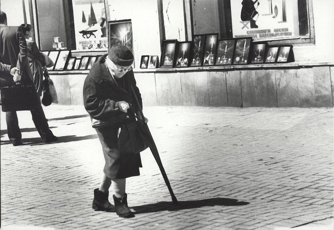18. Старость (пожилая женщина на Арбате)