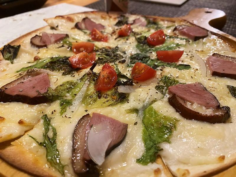 上野HAZE_合鴨と野菜のピッツァ