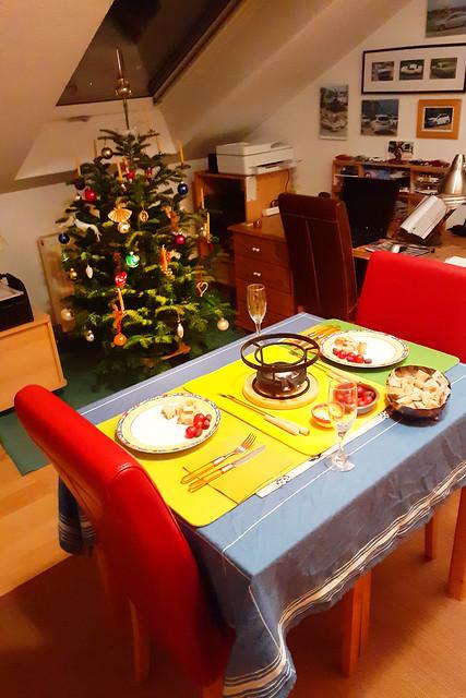 Januar 2021 ... Käsefondue vor dem Weihnachtsbaum ... Brigitte Stolle