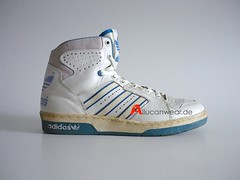 VINTAGE ADIDAS BASKETBALL HI SPORT SHOES / HI TOPS