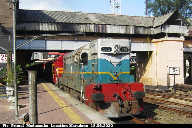 M2b 595 on Udaya Devi (No 6012 Batticallo - Colombo Fort) in 18.06.2020
