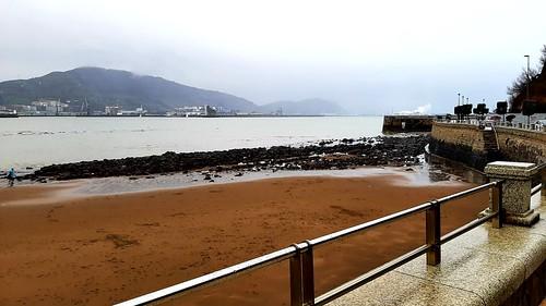 En la playa de Ereaga está mañana