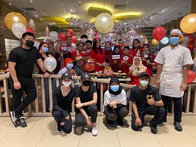 DJ Lin Terima Kejutan dari Peminat di Hari Ulangtahun Kelahiran Ke-45 Tahun