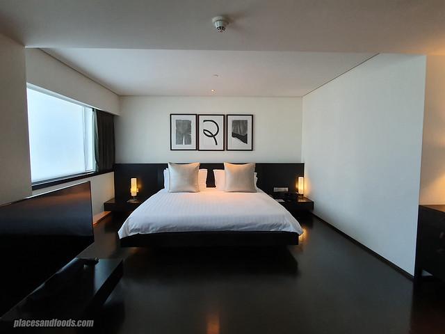 como metropolitan hotel bangkok bed