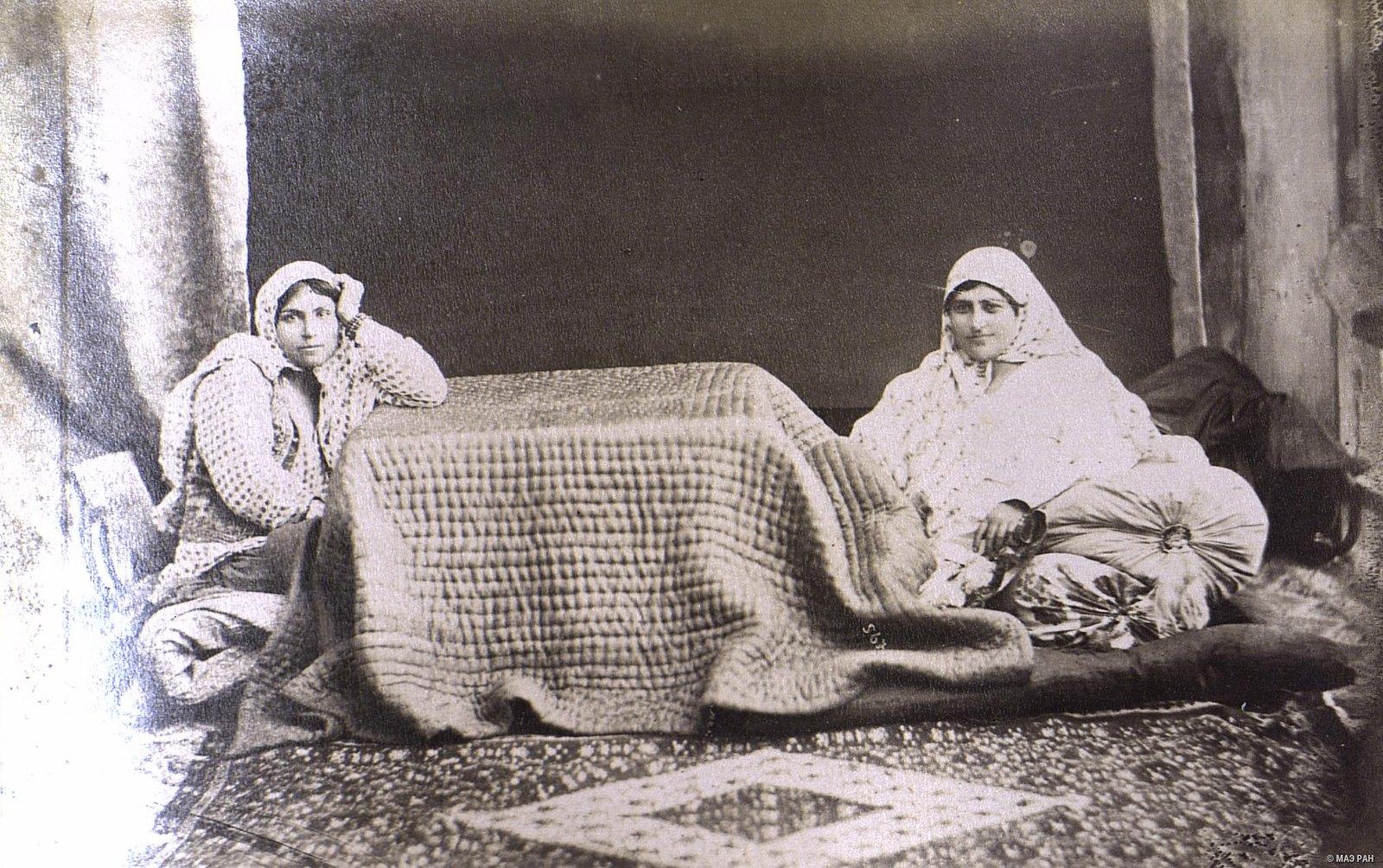 Женщины в эндеруне (внутреннем дворце)  (2)
