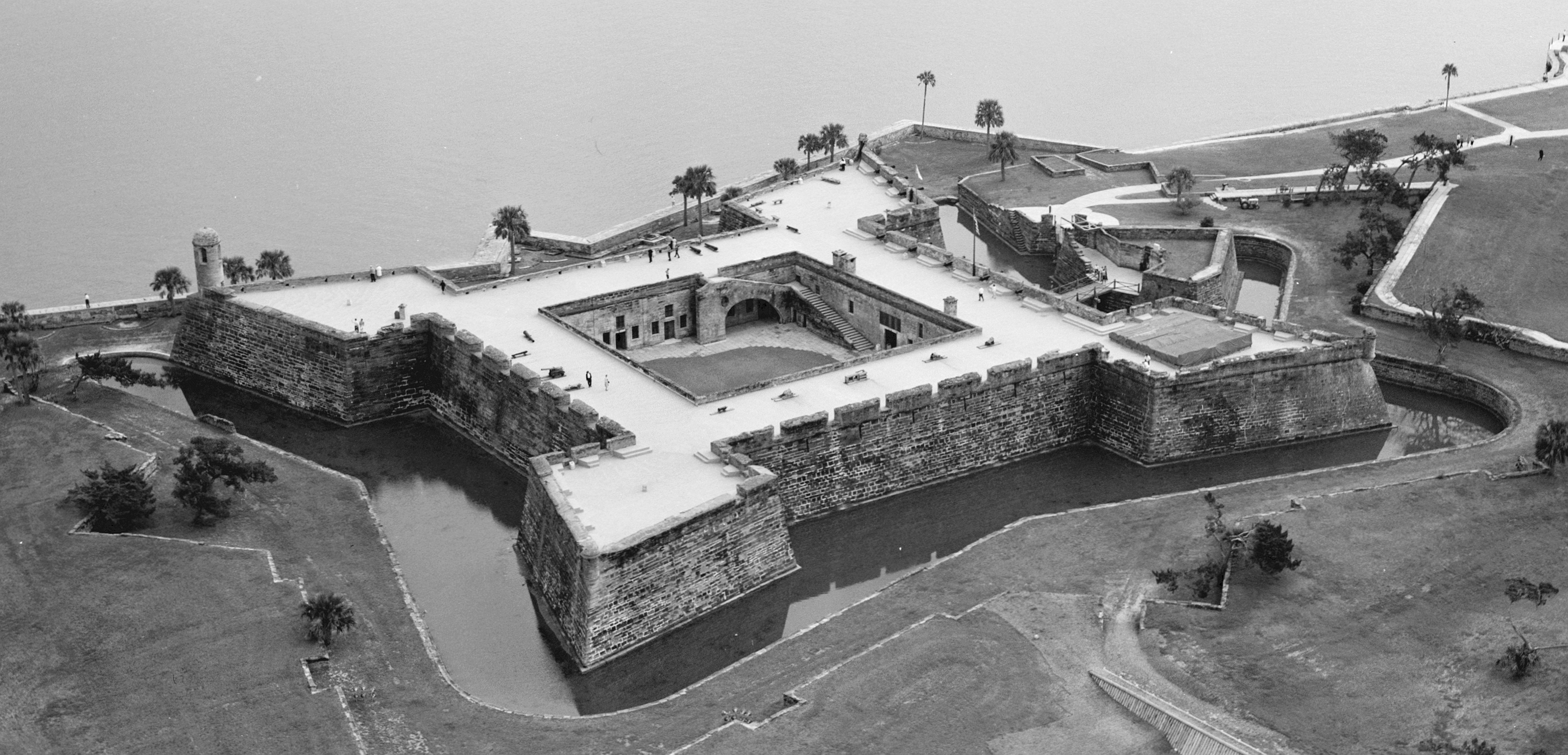 Aerial view photo taken from northwest. Although the fort had a water-filled moat at the time, it was originally a dry moat.