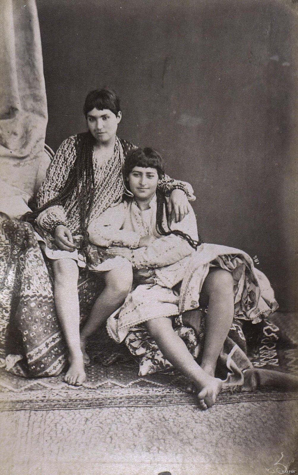 Женщины в эндеруне (внутреннем дворце)  (1)