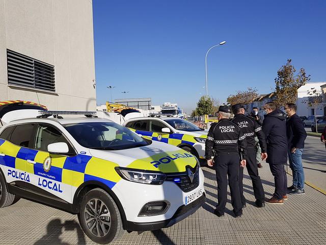 Dos nuevos coches para la policía local de Los Palacios y Vfca
