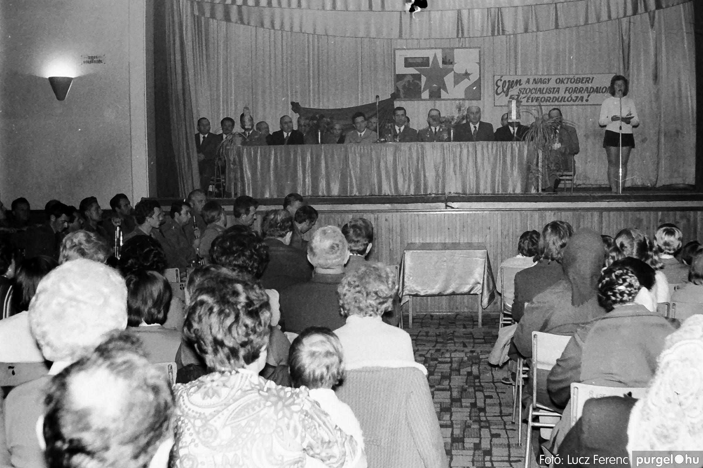 003 1974.11.07. - November 7-i ünnepség 008 - Fotó: Lucz Ferenc IMG01132q.jpg