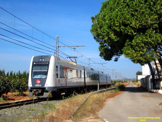 Tren de Metrovalencia (Línea 1) a su paso por PICASSENT (Valencia)