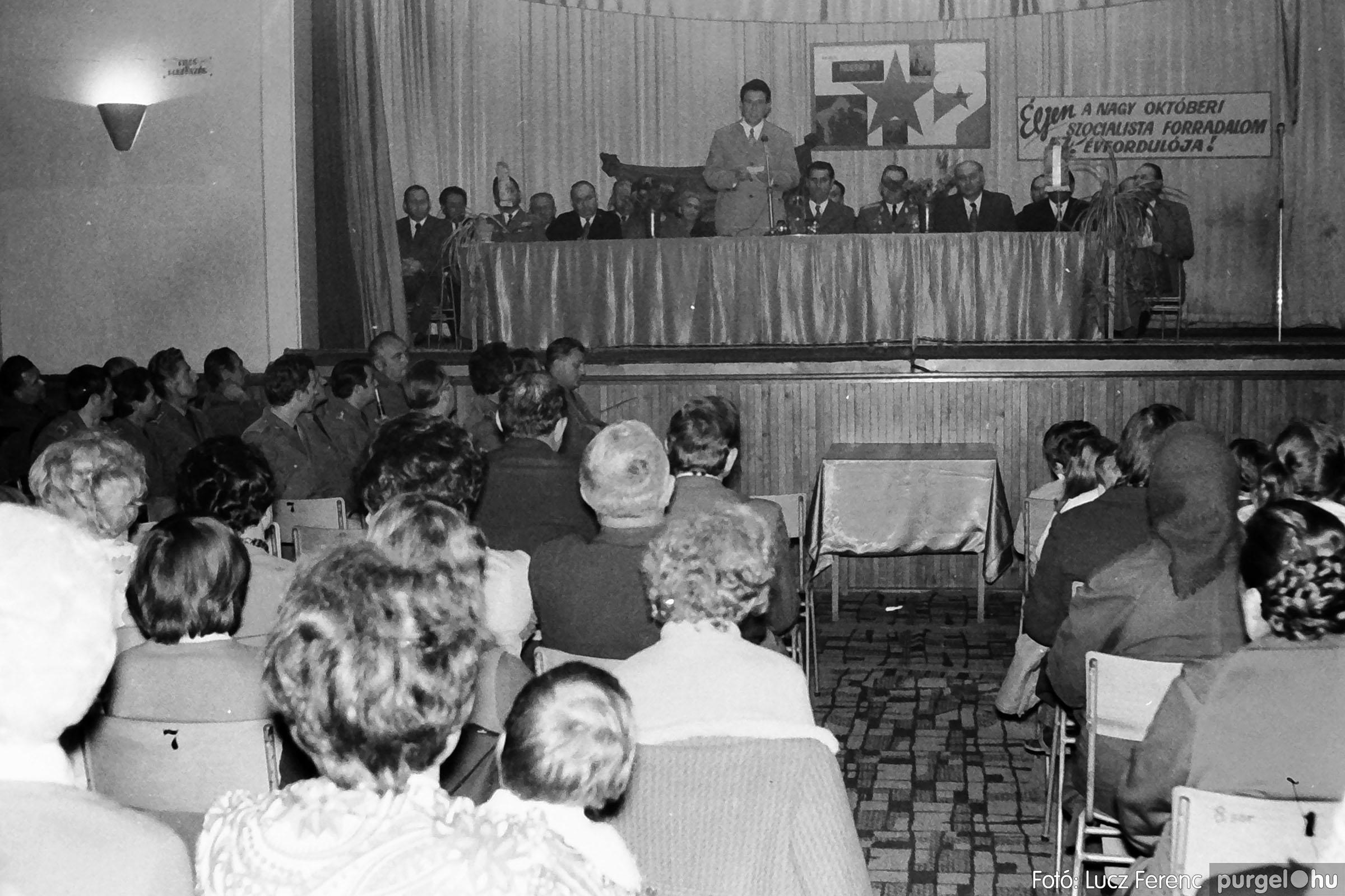 003 1974.11.07. - November 7-i ünnepség 009 - Fotó: Lucz Ferenc IMG01133q.jpg