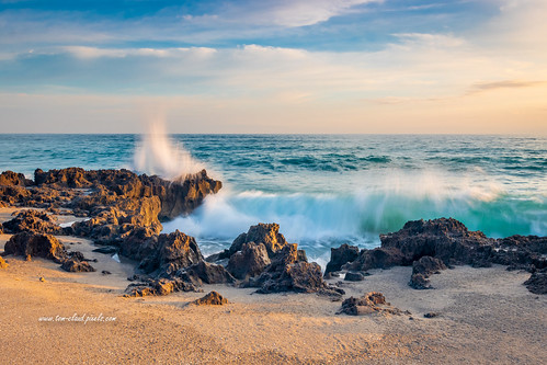 wave waves crash crashing rocks rocky sunrise water ocean atlantic beach sand sea seashore seaside shoreline horizon sky clouds cloudy weather houseodrefuge hutchinsonisland stuart florida usa nature mothernature outdoors