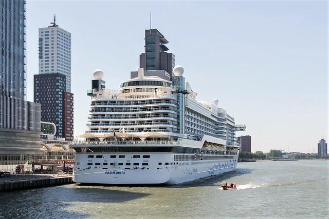 Rotterdam, gezien vanaf de Erasmusbrug.