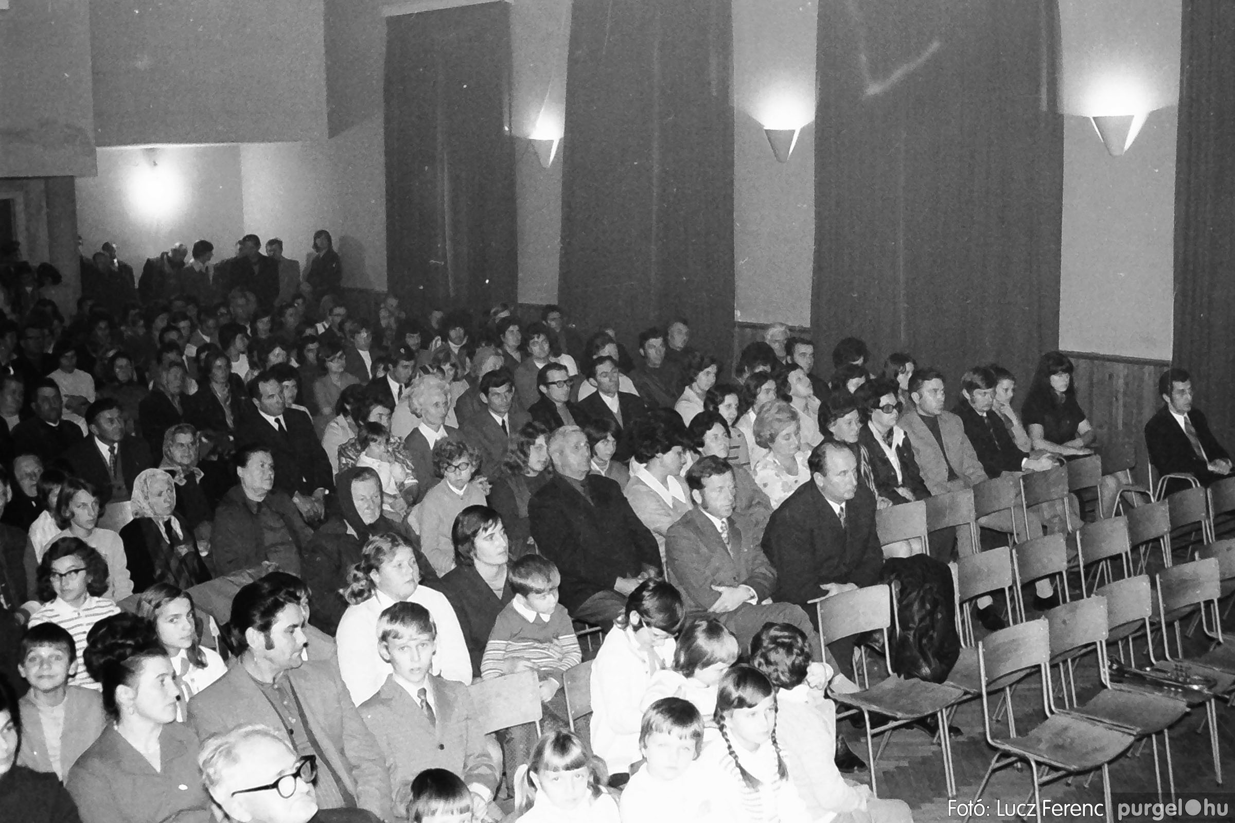 003 1974.11.07. - November 7-i ünnepség 012 - Fotó: Lucz Ferenc IMG01136q.jpg