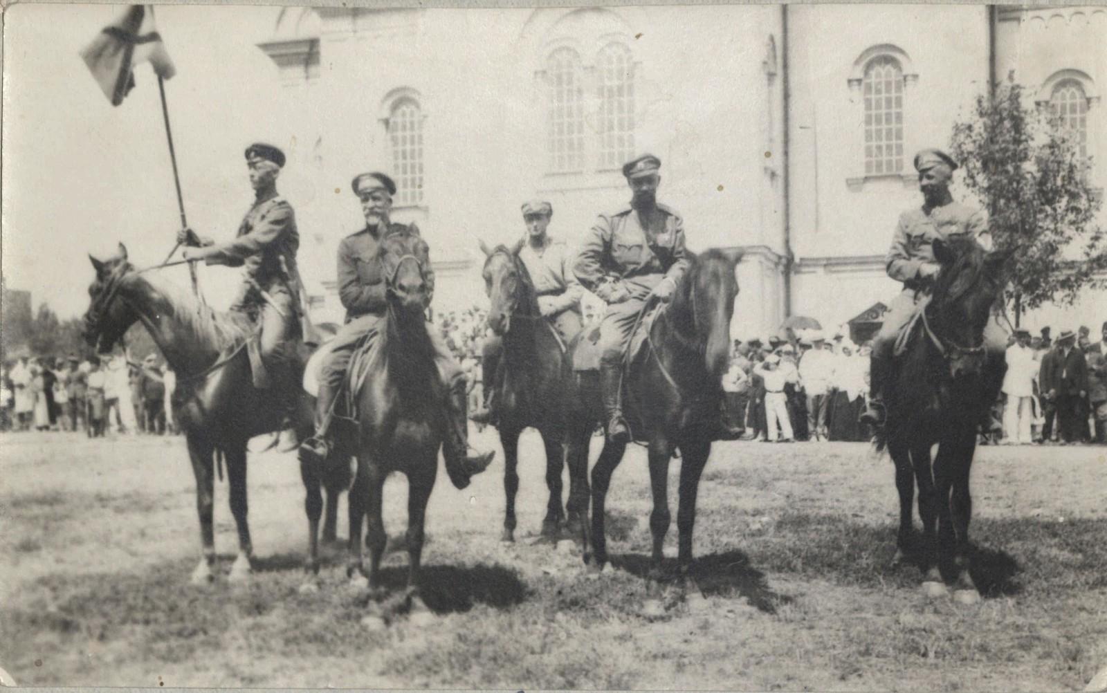 1918. Перед смотром в Екатеринодаре. Генерал Кутепов