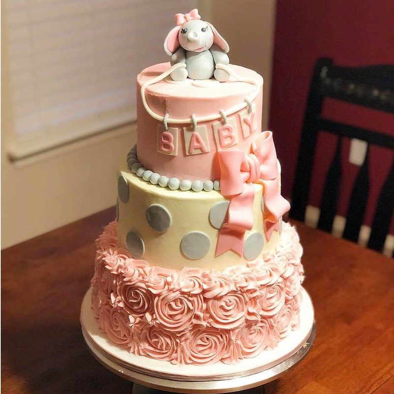 Cake by Katie's Kakes