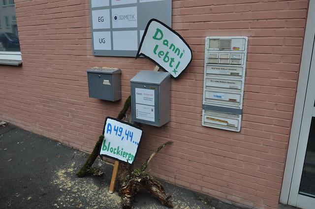 "Aktion ""Wald statt Asphalt"" vor Parteibüro der Grünen Kassel 05.01.2021"