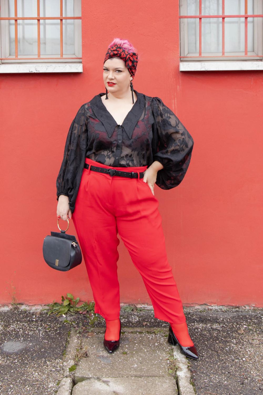 Outfit curvy plus size curvycolorchallenge nero e rosso (7)