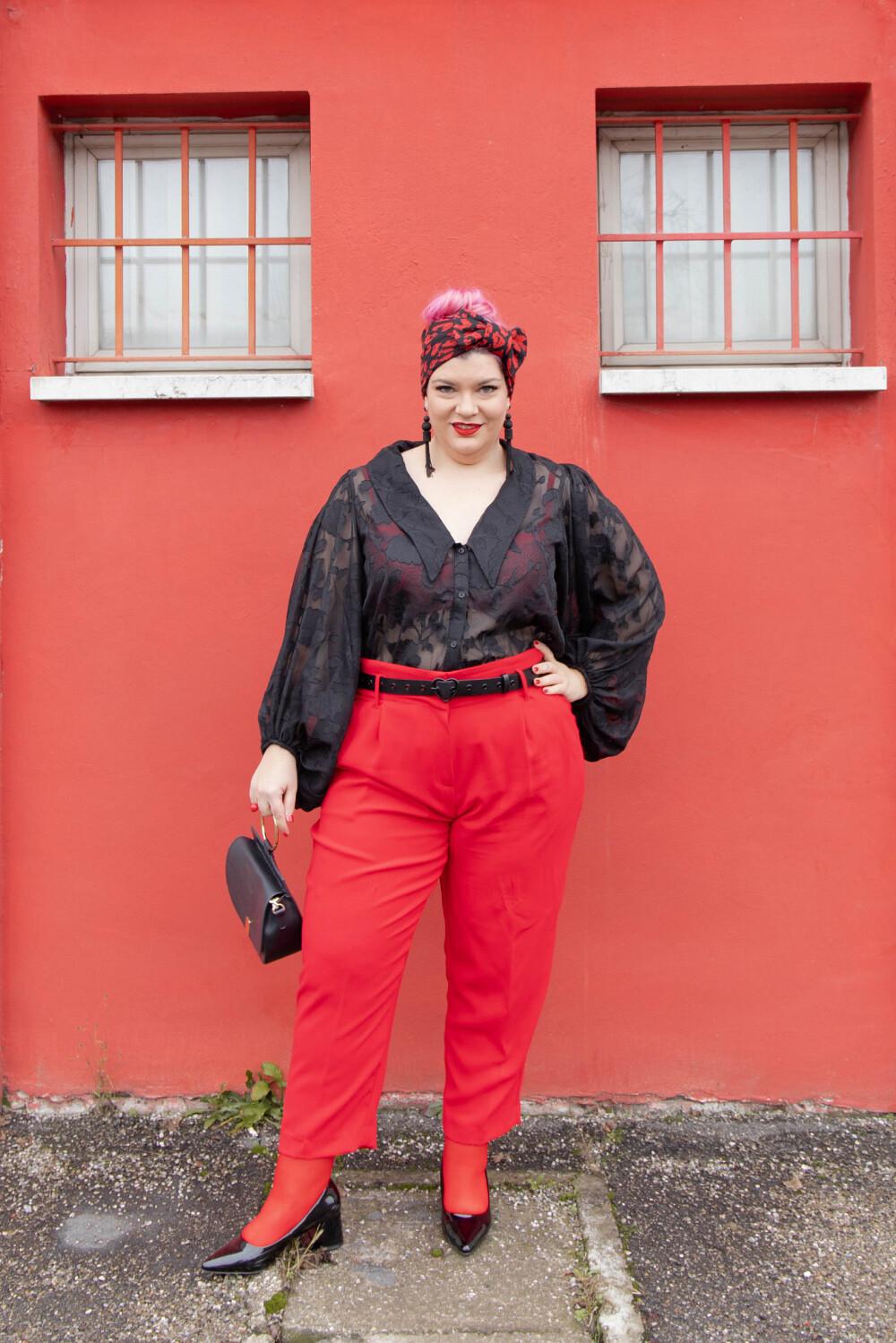 Outfit curvy plus size curvycolorchallenge nero e rosso (6)