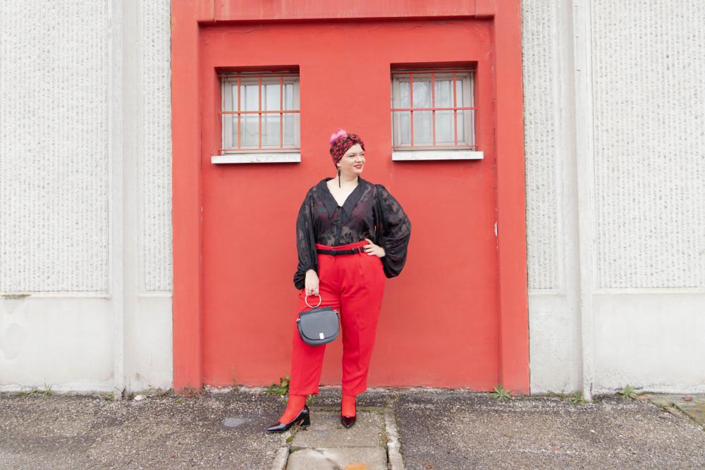 Outfit curvy plus size curvycolorchallenge nero e rosso (4)