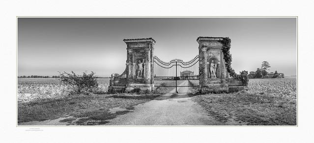Palladian gate