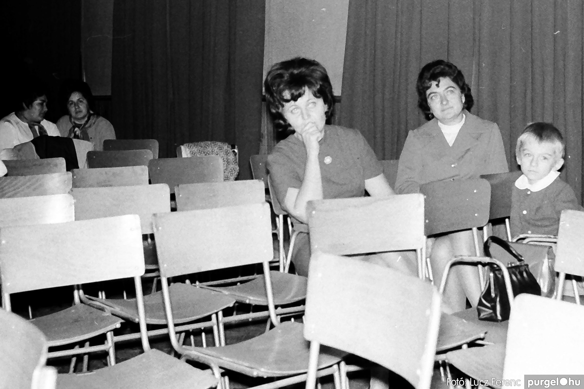 004C 1970-es évek - Zenés est 005 - Fotó: Lucz Ferenc IMG00077q.jpg