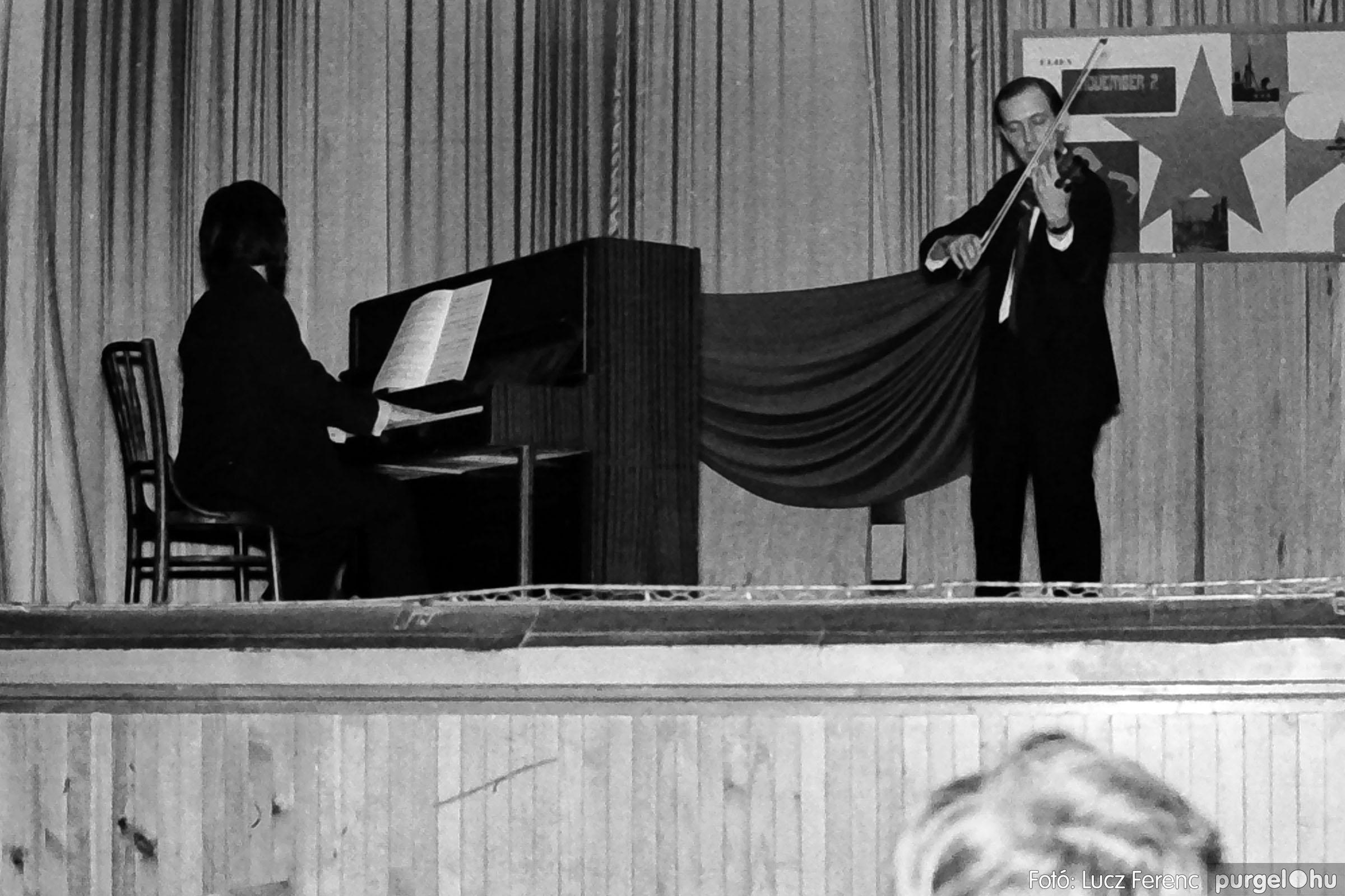 004C 1970-es évek - Zenés est 004 - Fotó: Lucz Ferenc IMG00076q.jpg