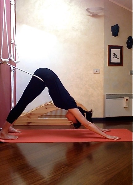 Adhomukha svanasana with the rope