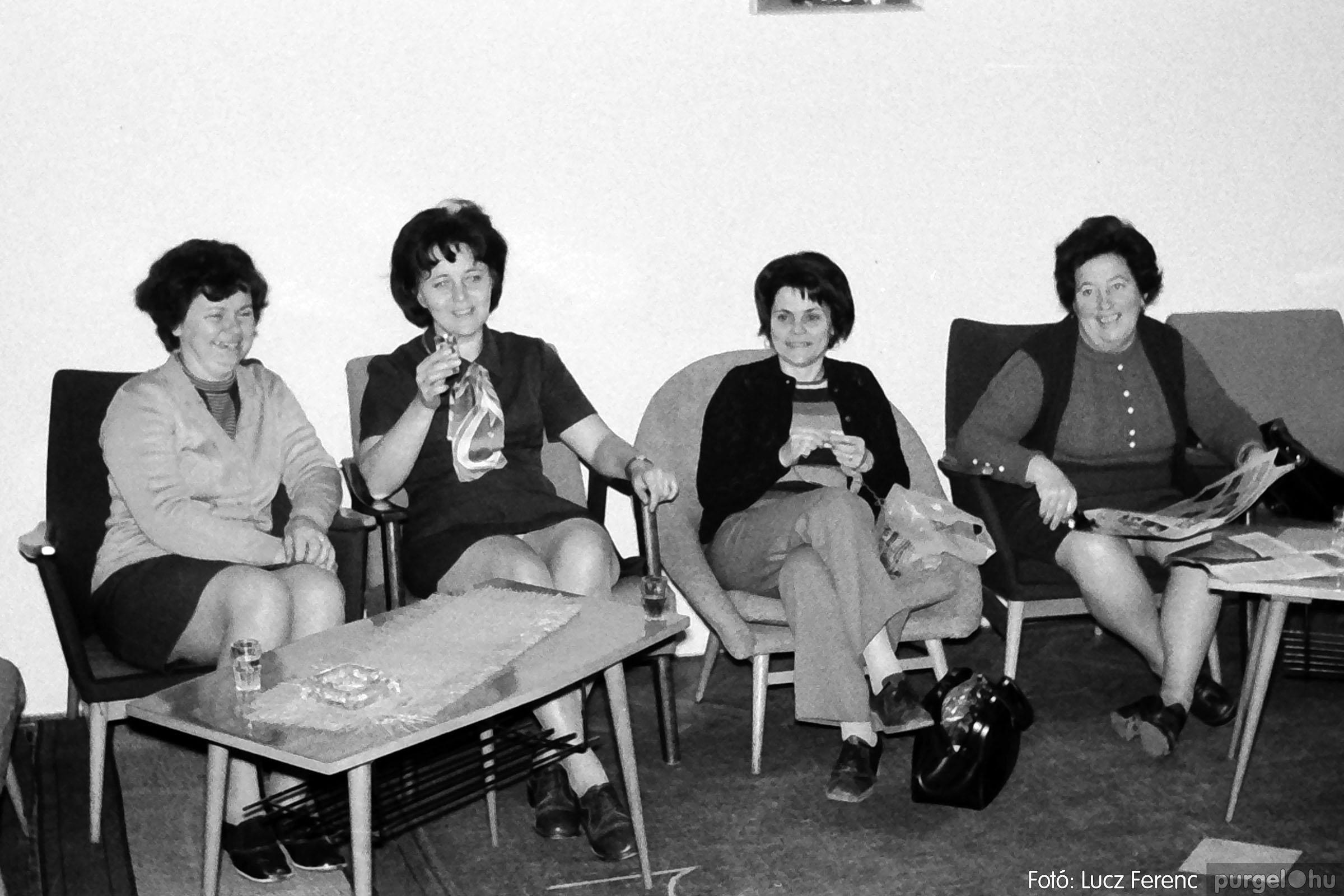 004B 1970-es évek - Bábelőadás 003 - Fotó: Lucz Ferenc IMG00041q.jpg