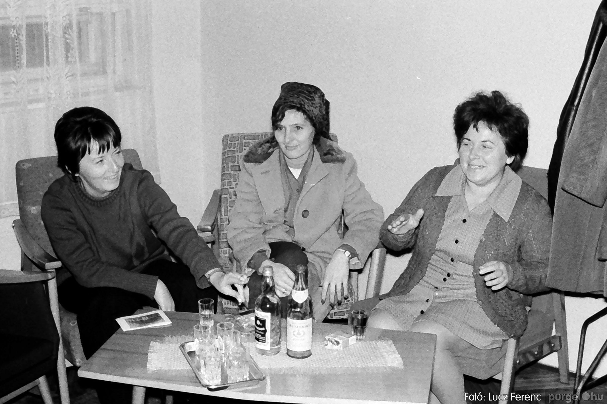 004B 1970-es évek - Bábelőadás 002 - Fotó: Lucz Ferenc IMG00040q.jpg