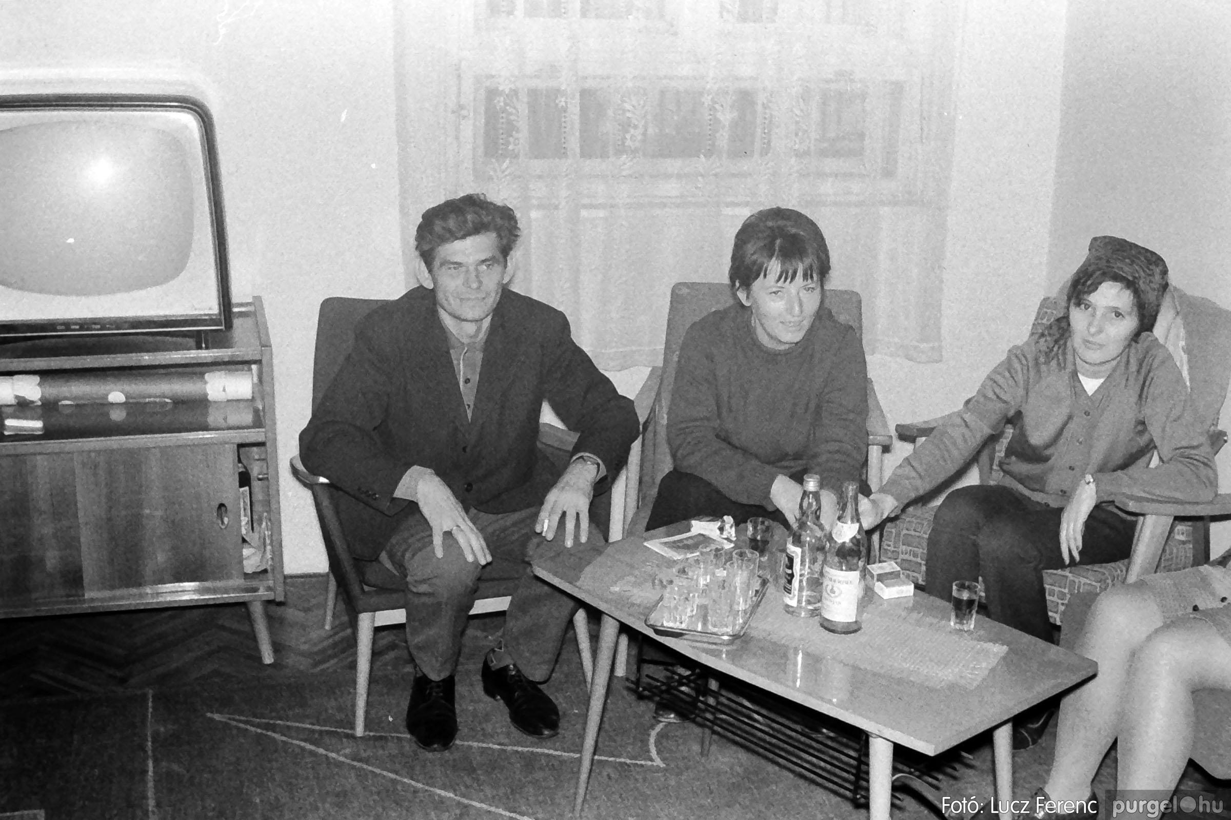 004B 1970-es évek - Bábelőadás 006 - Fotó: Lucz Ferenc IMG00045q.jpg