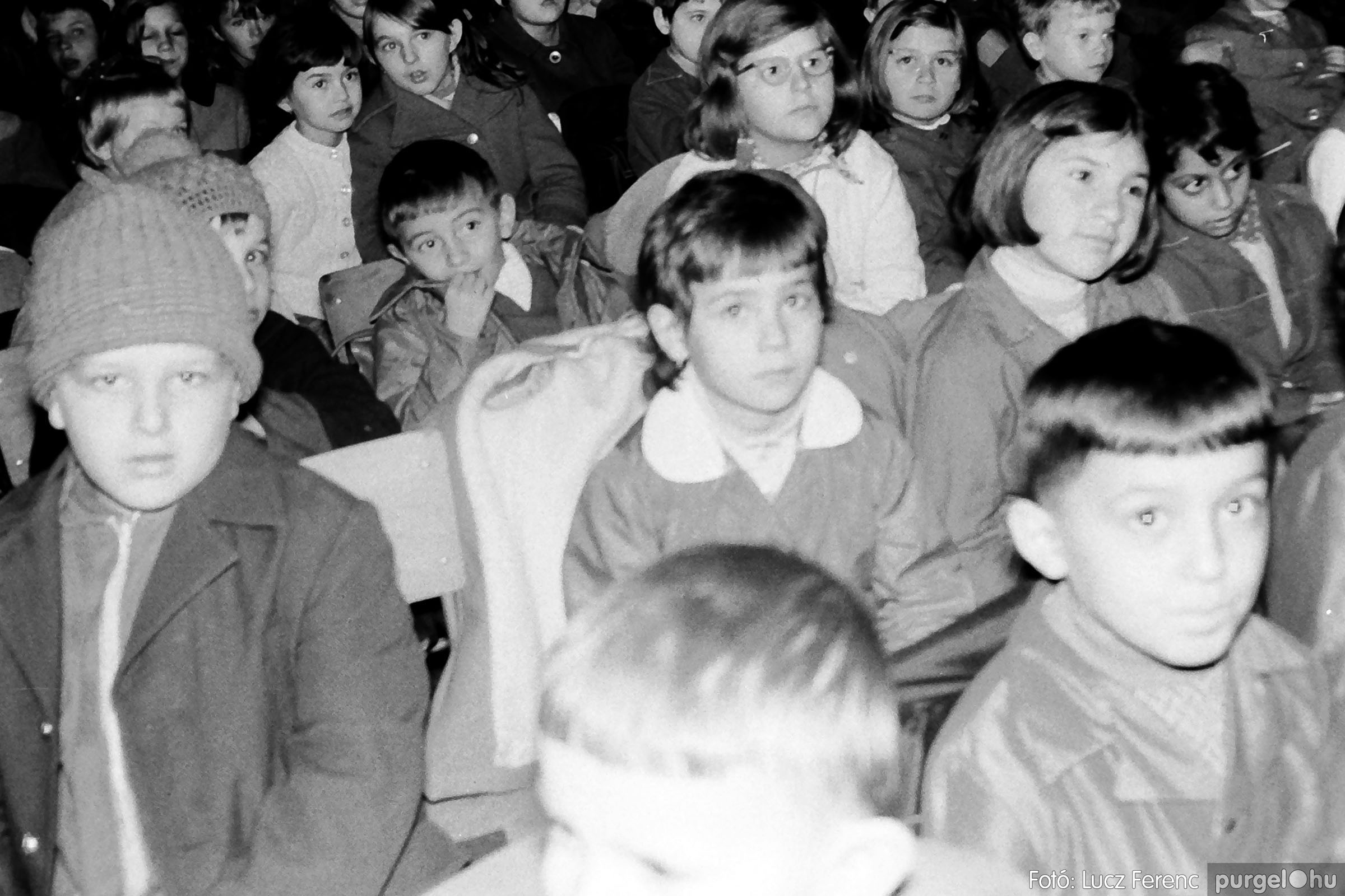 004B 1970-es évek - Bábelőadás 005 - Fotó: Lucz Ferenc IMG00044q.jpg