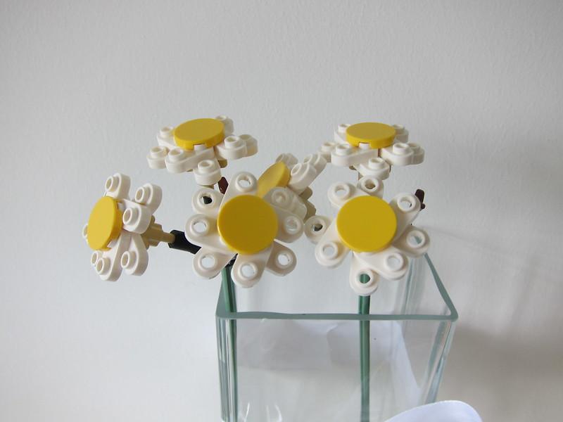 LEGO Flower Bouquet 10280 - 2 Stalks of Daisy
