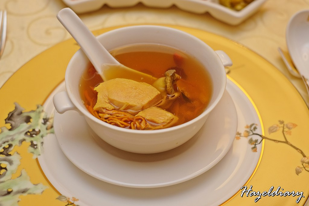 Xin Cuisine-Double-boiled Conch Meat with Dried Scallop and Cordyceps Flower